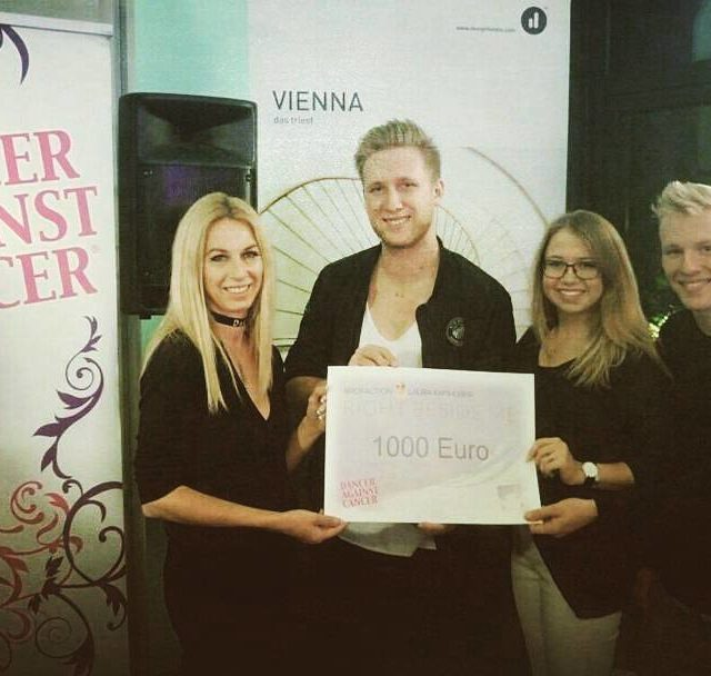 Scheckbergabe Handing over the check danceragainstcancer rightbesideme donation
